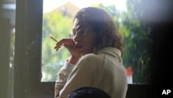 Tersangka pembunuhan Heather Mack di kantor polisi Denpasar untuk interogasi, Agustus 2014.
