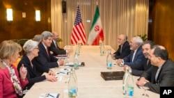 عکس آرشیوی از گفتگوی هیات های مذاکره آمریکا ایران در شهر مونترو سوئیس - ۱۳ اسفند ۱۳۹۳