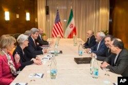 2015年3月4日,美国国务卿克里与伊朗外交部长扎里夫举行新一轮核谈判