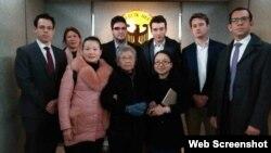 黃琦85歲高齡母親與五國駐成都外交官會晤(維權網照片)