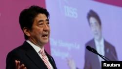 日本首相安倍晉三在新加坡舉行的香格里拉對話會上發表講話。