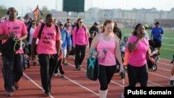 در ماه اکتبر که ماه آگاهیرسانی در مورد سرطان پستان است، راهپیماییهایی به این منظور در سراسر دنیا برپا می شود