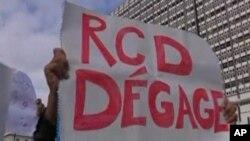 Le peuple proteste vigoureusement contre le parti RDC de partir, il veut sa sortie immediate du gouvernement Tunisien, 19 Janv 2011