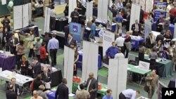 图为克里夫兰州立大学今年3月举行的招聘会资料照
