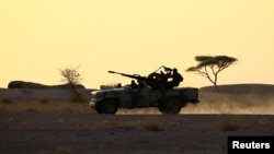 Des soldats du Polisario à Bir Lahlou, dans le Sahara occidental, le 9 septembre 2016.