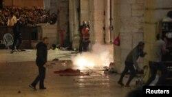 Sukobi izraelskih policajaca i Palestinaca kod džamije Al Aksa, Jerusalim, 7. maj 2021.