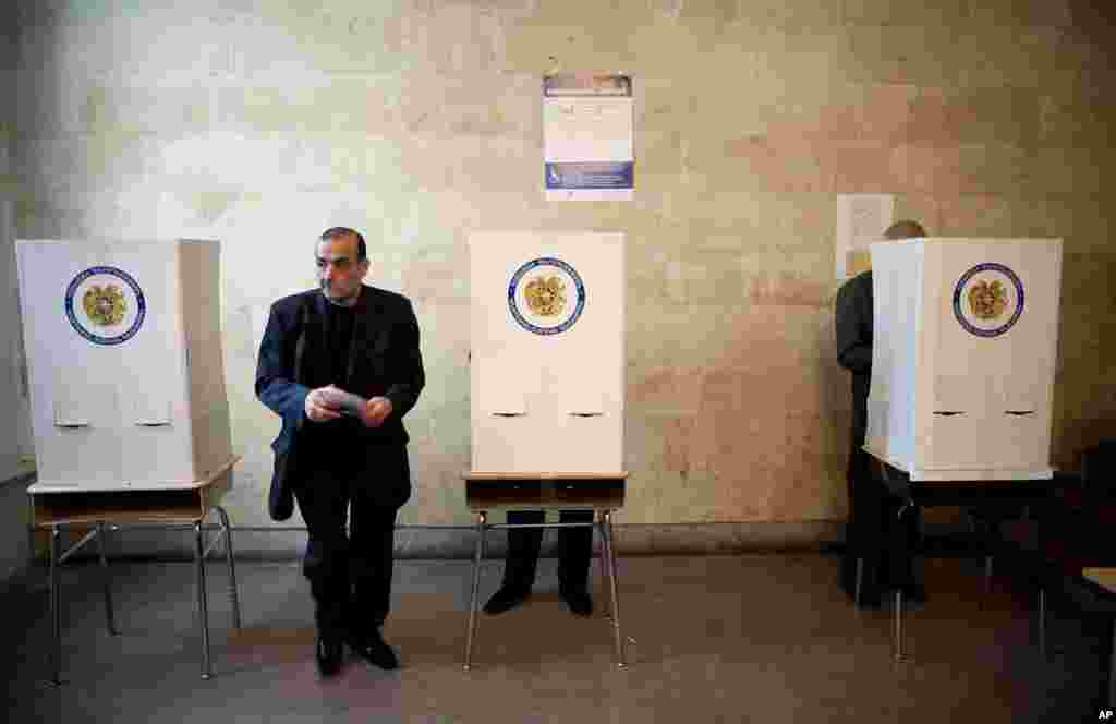 A man holds his ballot paper at a polling station during a parliamentary election in Yerevan May 6, 2012. Armenian voters headed to the polls on Sunday for a parliamentary election its leaders hope will bolster stability and be free of the fraud and viole