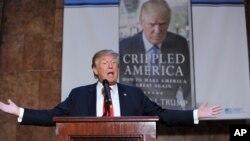 """Donald Trump habla durante la presentación de su libro """"Crippled America"""", en Nueva York."""