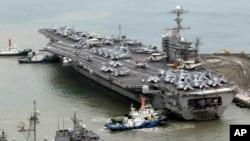 지난 2012년 미-한 합동군사훈련에 참가하기 위해 부산 해군기지에 정박한 미 핵추진 항공모함 조지워싱턴호. (자료사진)