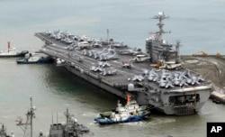 """2012年6月27日""""乔治·华盛顿""""号核动力航母进入韩国举行联合军事演习"""