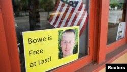 Знак со поддршка за ослободувањето во продавница во местото Хејли, Ајдахо, родната сојузна држава на Бергдал