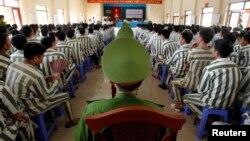 Ước tính có khoảng 200.000 tội phạm đang bị giam giữ trong các nhà tù Việt Nam