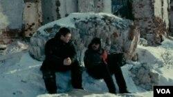 Алексей Балабанов (справа) в фильме «Я тоже хочу».