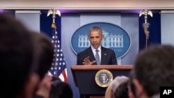 ប្រធានាធិបតីសហរដ្ឋអាមេរិកលោក Barack Obama ថ្លែងសុន្ទរកថានៅក្នុងសន្និសីទសាព័ត៌មាននៅក្នុងបន្ទប់ Brady press សេតវិមាន ក្នុងរដ្ឋធានីវ៉ាស៊ីនតោនកាលពីថ្ងៃទី១៤ វិច្ឆិកា ២០១៦។