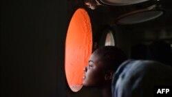 Uma imigrante salva na costa da Líbia