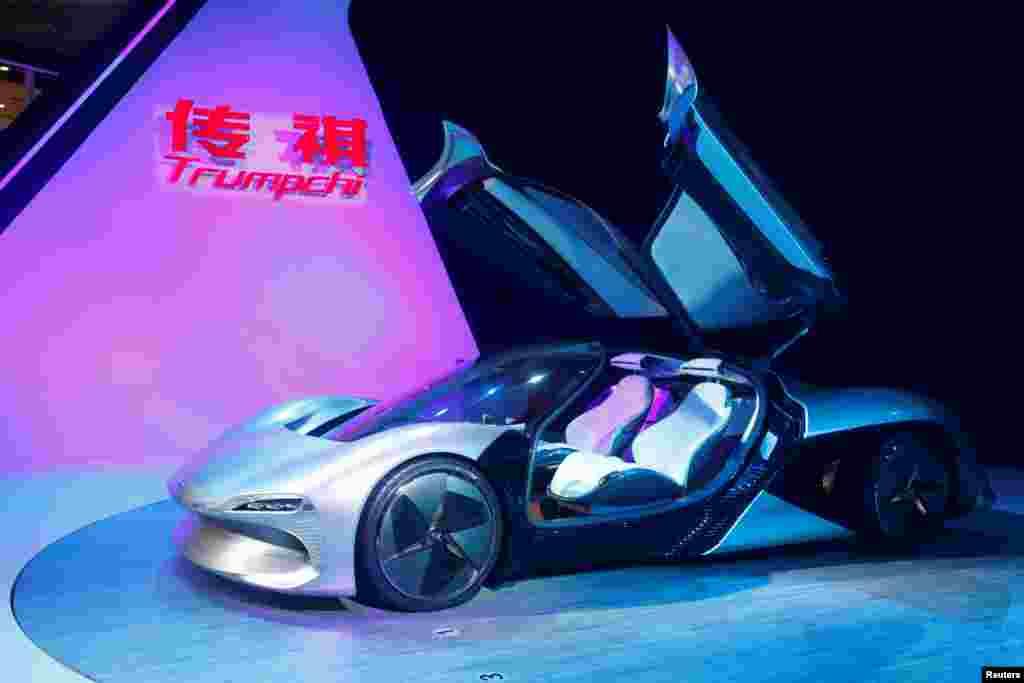 """مدل """"Trumpchi"""" از گروه GAC در نمایش بینالمللی خودرو در گوانگ ژو چین."""