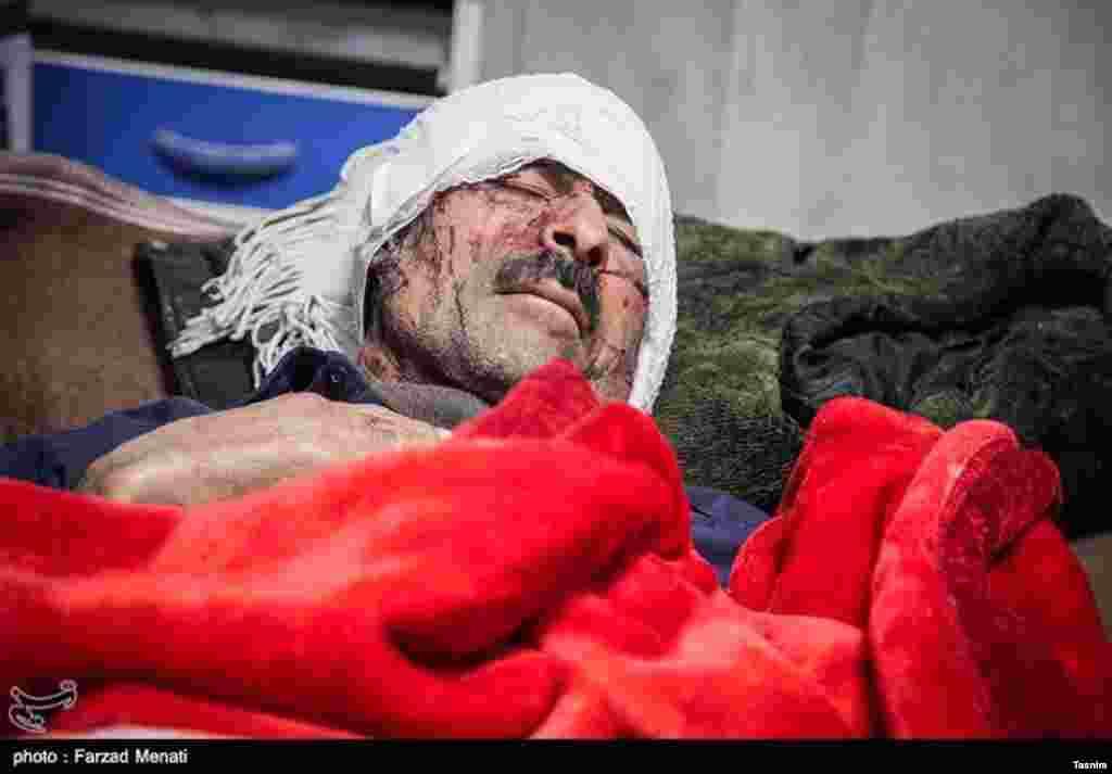 Environ 6000 personnes ont été blessées dans le tremblement de terre à Kermanshah, en Iran, le 13 novembre 2017.