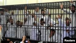 埃及法庭上前总统穆尔西的两名支持者死刑被判死刑后另一位穆尔西支持者哗然