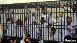Những người ủng hộ cựu Tổng thống Mohamed Morsi bị đưa ra xét xử phản ứng khi nghe tin 2 bị cáo bị kết án tử hình, Alexandria, ngày 29 tháng 3, 2014.