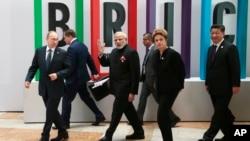 2015年7月9日金砖峰会: 前排从左:俄罗斯总统普京、印度总理莫迪、巴西总统罗塞夫、中国国家主席习近平