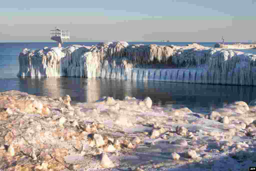 Ice builds up along Lake Michigan in Chicago, Illinois, USA, Feb. 23, 2015. The city is struggling through the third coldest February on record.