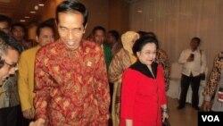 Presiden Jokowi dan pimpinan PDIP Megawati Soekarno Putri saat menghadiri Munas II Partai Hanura di Solo (13/2/2015).
