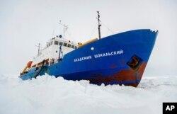 困在南极的俄罗斯科学考察船