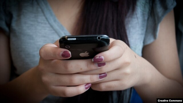 A new study shows that texting can be an effective tool to help quit smoking.