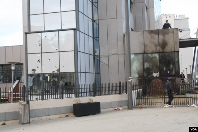 Protesters damaged the government headquarters in Pristina, hurling rocks through some panes of glass and setting part of the building on fire, Jan. 9, 2016. (P.W. Wellman/VOA)