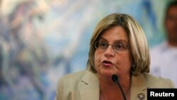 """La congresista republicana Ileana Ros-Lehtinen, pidió en el Senado que se tomen medidas más fuertes para evitar que el gobierno iraní desarrolle """"supuestas"""" armas nucleares."""