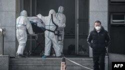 武汉一名受新型病毒感染病人星期六(1月18日)被送入金银潭医院。