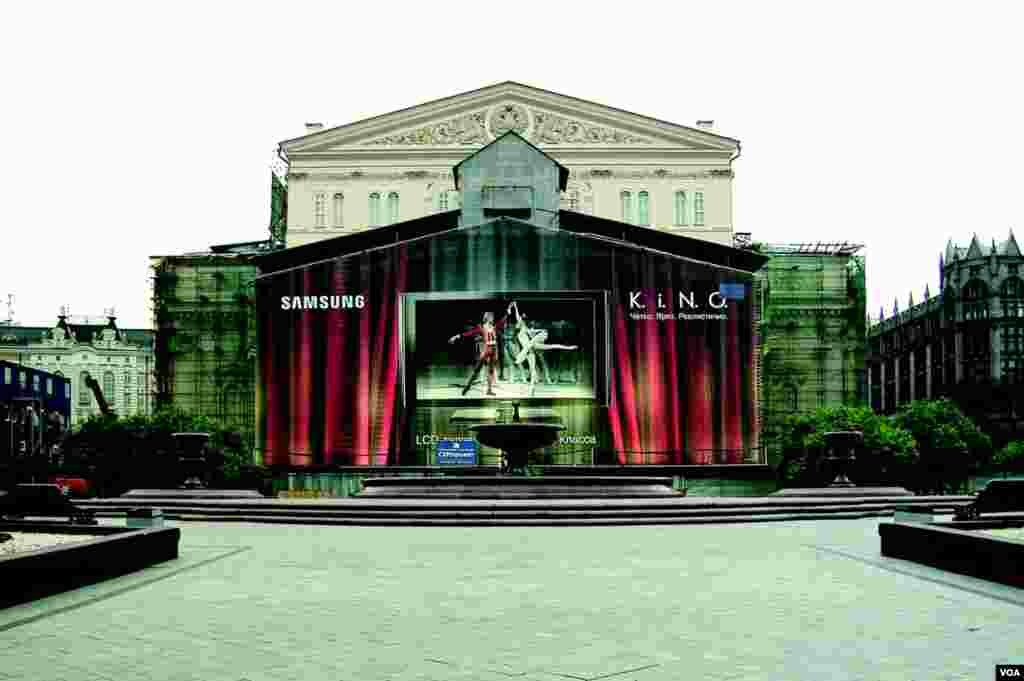 Площадь перед Большим театром (photo: courtesy of Yevgeniy Fiks)