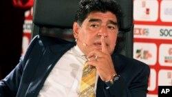 Diego Maradona parle lors d'une conférence de presse en Jordanie, le 21 juin 2015.