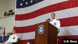 海軍作戰部長理查森5月4日在諾福克海軍基地主持海軍艦隊司令指揮官交接儀式講話。