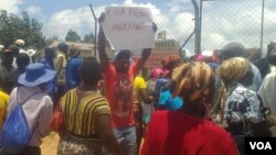Opposition MDC-T supporters demonstrating outside Mutasa Grain Marketing Board Depot. (Photo: Loidharm Moyo)