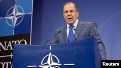 俄羅斯外長拉夫羅夫12月4日在北約外長會議後的記者會上發言。
