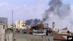 9월 21일 정부군의 포격으로 검은 연기가 치솟는 시리아 홈스지역