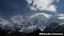 23일 눈사태가 발생한 네팔 히말라야의 마나슬루 봉.