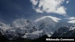Gunung Manaslu, salah satu gunungdi deretan pegunungan bersalju Himalaya, Nepal (Foto: dok).