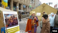 A protest camp in Independence Square, Kyiv, Jan. 28, 2014. (H. Ridgwell/VOA)