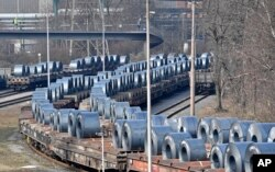 Các cuộn thép rời nhà máy ở Duisburg, Đức, ngày 2 tháng 3, 2018.