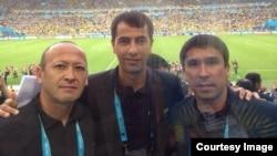 Qirg'izistonlik hakam Bahodir Qo'chqorov (chapda) o'zbekistonlik FIFA hakami Ravshan Ermatov (markazda) bilan