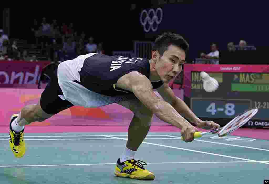 Lee Chong Wei, de Malasia, en su encuentro de badminton contra Simon Santoso, de Indonesia.