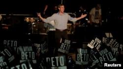 Tư liệu - Ứng cử viênThượng viện Mỹ Beto O'Rourke xuất hiện trong một nhạc hội vận động tranh cử cho ông ở Austin, Texas, ngày 29 tháng 9, 2018.