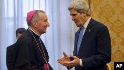 John Kerry se entrevistó en la Santa Sede con el secretario de Estado del Vaticano, Pietro Parolin.