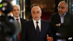 伊拉克總理阿巴迪(中)