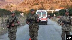 Армейское оцепление на месте взрыва оружейного склада в городе Афьонкарахисар, Турция. 6 сентября 2012 г.