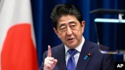 លោក Shinzo Abe នាយករដ្ឋមន្ត្រីជប៉ុនថ្លែងនៅក្នុងសន្និសីទកាសែតមួយនៅក្នុងវិមាននាយករដ្ឋមន្ត្រី នៅក្នុងក្រុងតូក្យូ កាលពីថ្ងៃទី២៥ ខែកញ្ញា ឆ្នាំ២០១៧។