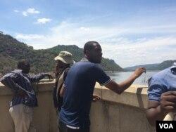 Abanye akade besethekelela amadamu alamanzi langelamanzi duzane lakoBulawayo leMtshabezi Dam.