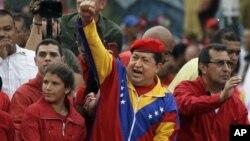 Президент Венесуэлы Уго Чавес (в центре). Каракас. Июнь 2012 г.